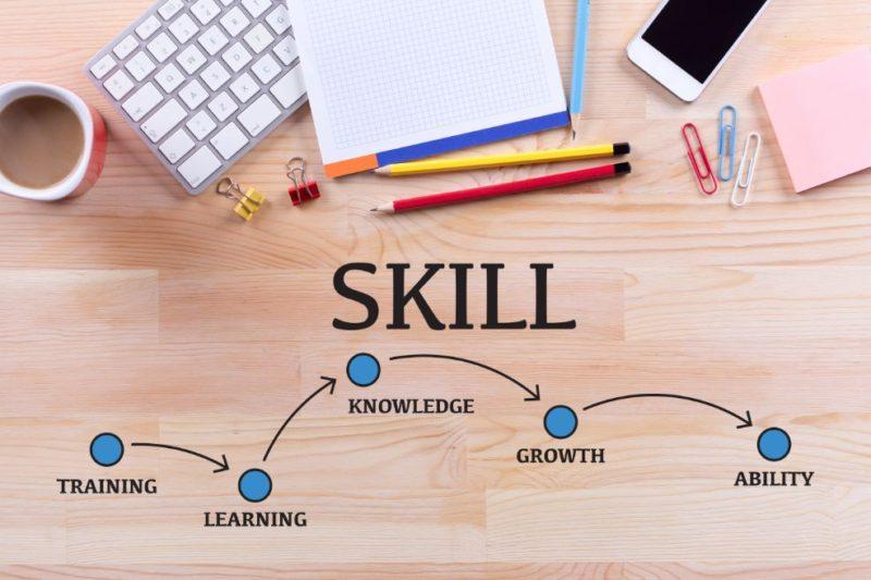 並行して実践的なスキルと知識を身に付けよう